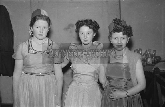 16th February 1954; A Group Of Ladies At The 7th Annual Traly Footwear Dress Dance And Buffet At Ashe Memorial Hall Tralee. Music Supplied By The Alan Beale Orchestra.
