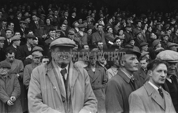 26th-28th December 1953; The Crowd at Ballybeggan Park for the Kingdom Cup coursing meeting.