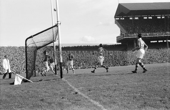 26th September 1954; An Action Shot From The All-Ireland Senior Football Final At Croke Park Between Kerry And Meath. Meath Won 1-13 To 1-7.