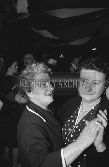 24th February 1962; People enjoying the night at the Kerins O'Rahilly's Social which took place at the Meadowlands Hotel. The music on the night was provided by the Kingdomaires Showband.
