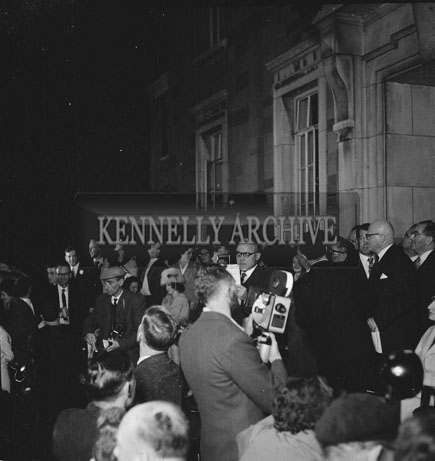 7th  September 1962: A Crowd gathers for the Festival Of Kerry opening night outside the Ashe memorial Hall in Denny Street.