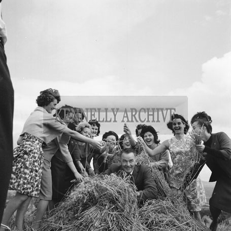 September 1962: The Roses take a trip around the countryside on the Vale of Tralee CIE Tour.