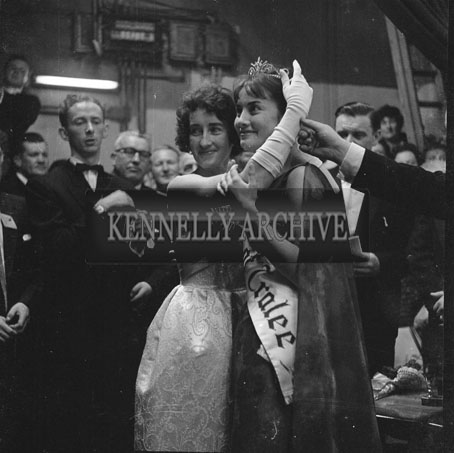 3rd September 1962: The Dublin Rose Ciara O'Sullivan is crowned Rose Of Tralee at the Ashe Memorial Hall. The trophy was presented on behalf of the New York Committee by Kevin Coffey.