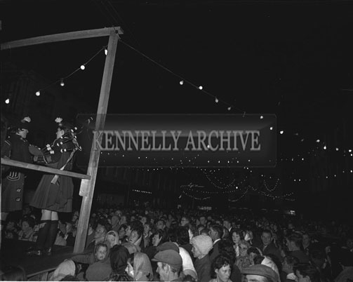 4th September 1962: Members of the London Girl's Pipe Band on the open-air platform in Denny Street in Tralee.