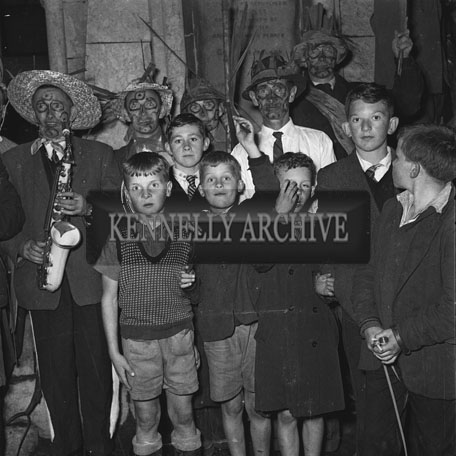 5th September 1962: Blazing Torches and National Airs from the Brosna Wren Boy's Band greeted Ciara O'Sullivan, the newly crowned Rose of Tralee, on her arrival in Brosna.