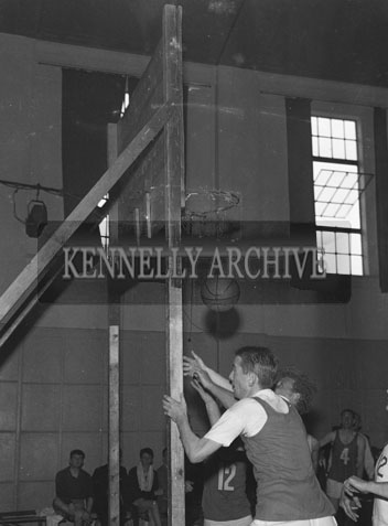 14th October 1962; A photo taken at the National Basketball League Final which was held at the CYMS Hall in Tralee. Antrim were defeated by Kerry 47 points to 42.