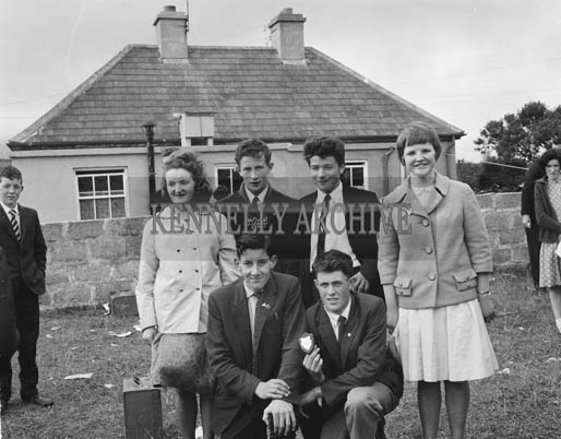 28th June 1964; A photo of the Cumann Dramaiochta na Muiri drama group who took part in the Feis Uibh Rathaig as part of Ballinskelligs Feis.