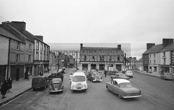 25th July 1964; The wedding party of Mary Smith, USA and John T Cotter, Knocknagoshel, drives through Castleisland on their way to Killarney for the reception in the International Hotel.