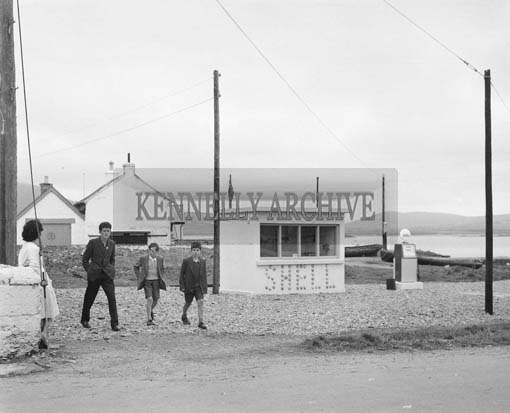 2nd August 1964; A photo of the Shell Station in Knightstown in Valentia.