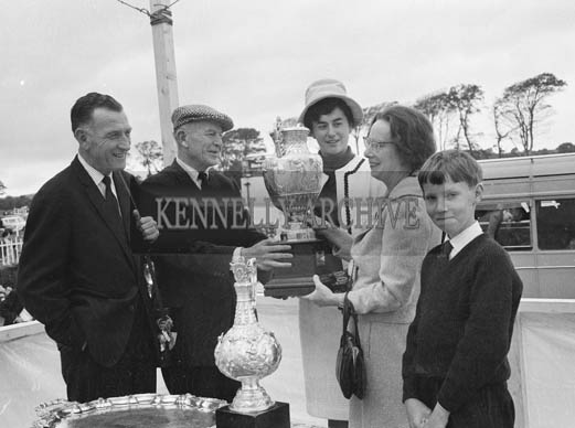 2nd September 1964; Rose of Tralee Margaret O'Keeffe presents a prize at Tralee Races in Ballybeggan.