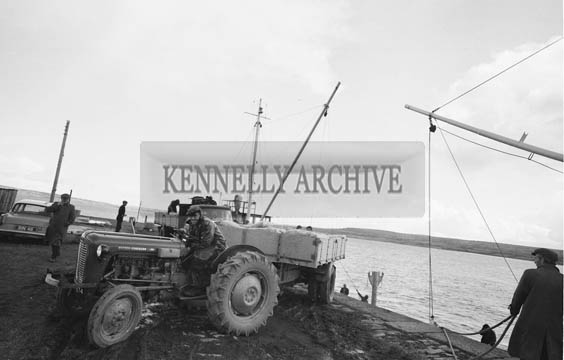October 1964; A photo of local farmers unloading 500 tons slag from a boat in Tarbert.