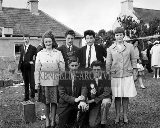 28th June 1964; A photo of the Cumann Dramaiochta na Muiri drama group who took part in the Feis Uibh Rathaig as part of Ballinskelligs Feis.